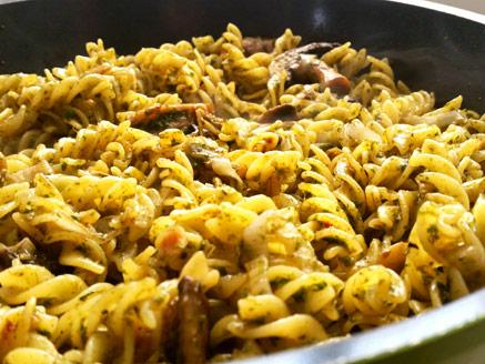 Corn Flour Pasta with Herbs, Leek and Mushrooms