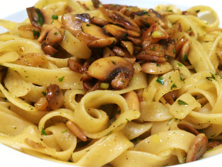 Fettuccine with Garlic, Mushrooms and Herbs