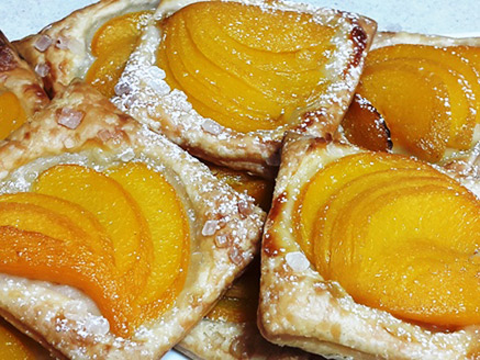 Vegan Puff Pastry Filled with Peach