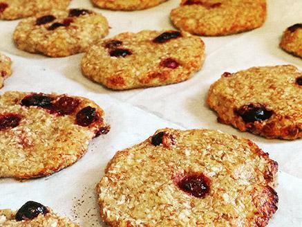 Vegan Coconut-Banana Cookies with Berries