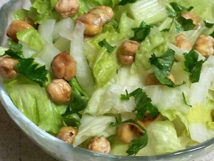 Vegan Lettuce Salad with Roasted Chickpeas