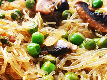 Bean Noodles with Onions, Mushrooms and Green Pea