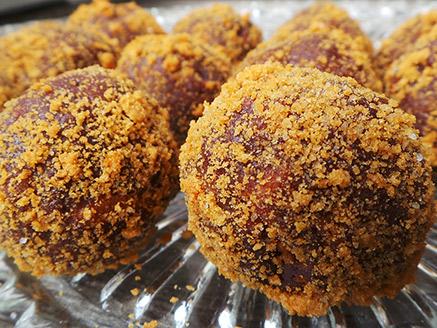Vegan Chocolate and Lotus Balls