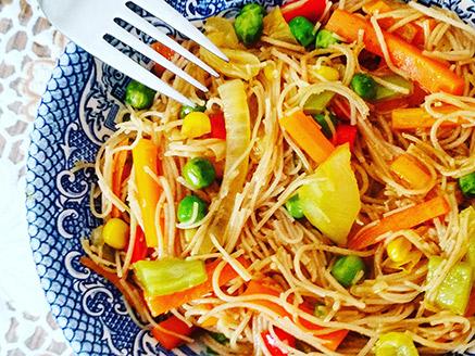 Stir-Fried Brown Rice Noodles and Vegetables