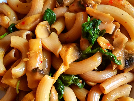 Brown Rice Pasta with Spinach and Mushrooms